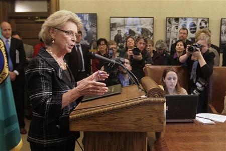 Washington state Governor Chris Gregoire announces her support  for legislation that would legalize gay marriage in the state, in Olympia, Washington, January 4, 2012. REUTERS/Robert Sorbo