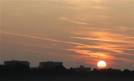 The sun rises over Munich September 24, 2011. REUTERS/Michaela Rehle