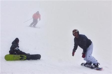 Holiday-makers ski and snowboard on Mount Hermon in the Golan Heights, some 500 metres from Israel's border with Syria January 17, 2012. REUTERS/Nir Elias