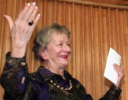 Polish poet Wislawa Szymborska thanks members of the Polish Pen Club after receiving a Pen Club award on September 30. REUTERS/Stringer