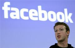 O CEO do Facebook, Mark Zuckerberg, fala durante uma coletiva de imprensa na sede da empresa em Palo Alto, Califórnia. O Facebook deve apresentar documentos a órgãos regulatórios para uma oferta pública inicial de ações (IPO) avaliada em 5 bilhões de dólares. Foto de arquivo  26/05/2010  REUTERS/Robert Galbraith