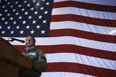 Министр обороны США Леон Панетта выступает в штате Джорджиа, 21 января 2012 года. Министр обороны США Леон Панетта видит растущую вероятность того, что Израиль нападет на Иран уже в апреле, чтобы не позволить Тегерану создать атомную бомбу, сообщили в четверг американские СМИ. REUTERS/Alex Wong/Pool