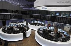 Общий вид на торговый зал Франкфуртской фондовой биржи, 1 февраля 2012 г. Европейские рынки акций в пятницу выросли до максимальной отметки за шесть месяцев благодаря хорошей макроэкономической статистики еврозоны и Великобритании перед ключевыми данными о занятости в США. REUTERS/Alex Domanski