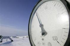 Датчик давления на газовой станции близ Киева, 19 января 2009 года. Украина присоединилась к Европе, обвиняющей Газпром в недопоставках газа, заявив, что российский экспортер сократил транзит топлива, предназначенного ЕС, в украинскую газотранспортную систему. REUTERS/Konstantin Chernichkin