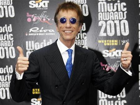 Robin Gibb of the Bee Gees arrives at the World Music Awards in Monte Carlo May 18, 2010. REUTERS/Sebastien Nogier