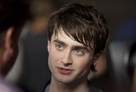 Harry Potter's Daniel Radcliffe walks the red carpet during the grand opening celebration for The Wizarding World of Harry Potter at the Universal Studio Resort in Orlando, Florida June 16, 2010. REUTERS/Scott Audette