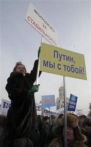 Activists gather and hold placards in a show of support for Russia's Prime Minister Vladimir Putin in central Moscow February 4, 2012.  REUTERS-Sergei Karpukhin