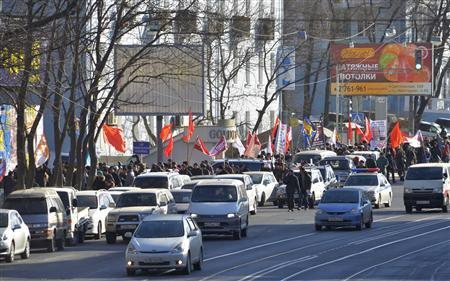 Opposition activists march and wave flags during a demonstration for fair elections in central Vladivostok February 4, 2012. REUTERS-Yuri Maltsev