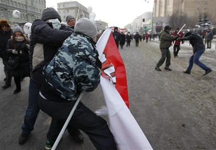 Opposition and pro-Putin activists tussle during a demonstration for fair elections in central Moscow February 4, 2012.   REUTERS/Anton Golubev