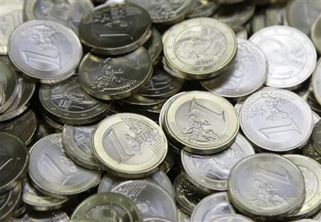 One Euro coins are pictured after being minted at the Austrian national mint in Vienna April 8, 2009.  REUTERS/Leonhard Foeger