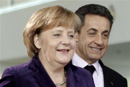 French President Nicolas Sarkozy (R) and German Chancellor Angela Merkel arrive for a news conference following their talks at the Chancellery in Berlin January 9, 2012.  REUTERS/Fabrizio Bensch