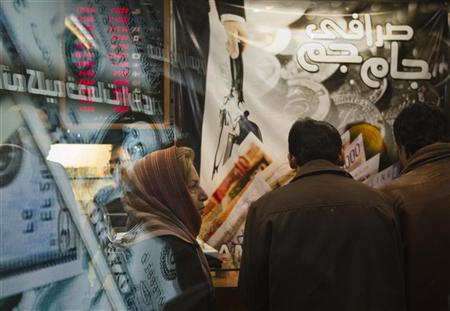 An Iranian woman stands in a currency exchange shop in northern Tehran January 3, 2012.    REUTERS/Morteza Nikoubazl