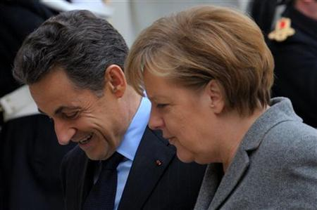 France's President Nicolas Sarkozy (L) welcomes German Chancellor Angela Merkel at the Elysee Palace in Paris, February 6, 2012 prior to a Franco-German intergovernmental meeting.   REUTERS/Philippe Wojazer