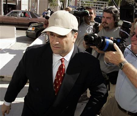 Former Washington lobbyist Jack Abramoff (L) arrives at the Miami Courthouse in Miami January 4, 2006.    REUTERS/Joe Skipper