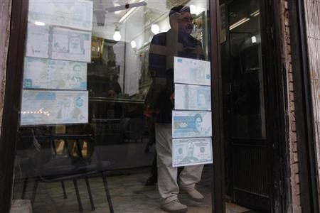 A man leaves a currency exchange shop in Baghdad, January 30, 2012.   REUTERS/Saad Shalash