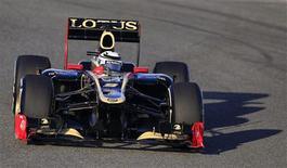O finlandês Kimi Raikkonen, da Lotus, fez o melhor tempo nos treinos em Jerez, na Espanha, nesta terça-feira.  REUTERS/Marcelo del Pozo