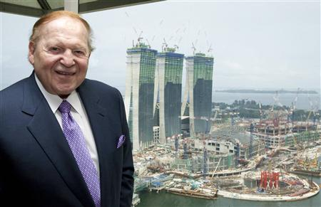 Las Vegas Sands Chairman Sheldon Adelson poses for a photo with its Marina Bay Sands Casino construction sites in the background after an interview with Reuters in Singapore in this July 8, 2009 file photo.    REUTERS/Tim Chong/Files