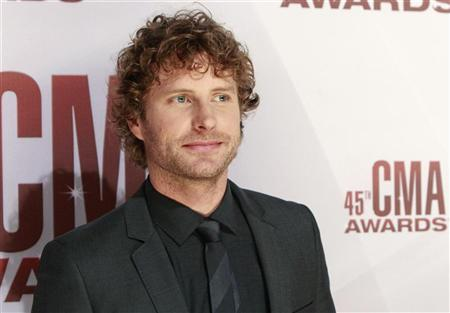 Singer Dierks Bentley arrives at the 45th Country Music Association Awards in Nashville, Tennessee November 9, 2011. REUTERS/Harrison McClary
