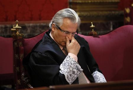 Spanish judge Baltasar Garzon, who tried to extradite former Chilean dictator Augusto Pinochet, sits in the dock at the start of his trial at the Supreme Court in Madrid in this January 17, 2012 file photo. Spain's Supreme Court has found internationally known human rights judge Garzon guilty of authorising the illegal recording of defence lawyers' conversations, a court spokesman said on February 9, 2012. The case is separate from one currently in progress in which Garzon is accused of illegally ordering an inquiry into tens of thousands of suspected murders by forces loyal to Francisco Franco.  REUTERS/Andrea Comas/Files