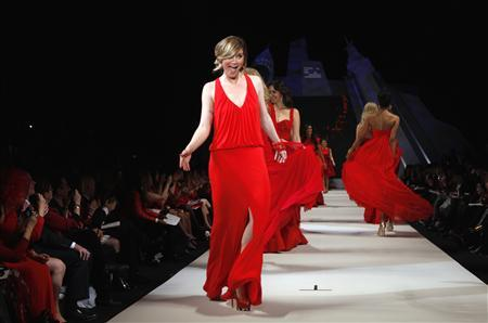 Singer Jennifer Nettles presents a dress by designer David Meister for the Heart Truth's Red Dress Fashion Show in New York, February 8, 2012.  REUTERS/Lucas Jackson