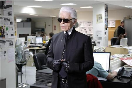 German designer Karl Lagerfeld prepares for a television interview during his day as a guest editor at the Paris headquarters of the global free newspaper network Metro, February 6, 2012.    REUTERS/Benoit Tessier
