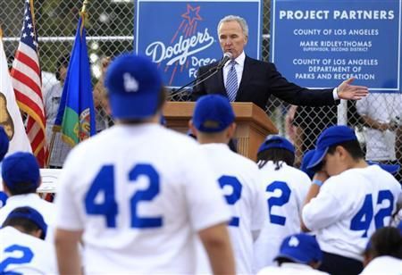 Los Angeles Dodgers owner Frank McCourt speaks during the unveiling of a new Dodgers baseball field for children in Compton, Los Angeles, California November 14, 2011.  REUTERS/Lucy Nicholson
