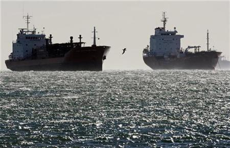 Oil and gas tankers off the Fos-Lavera oil hub near Marseille, southeastern France, December 12, 2008. REUTERS/Jean-Paul Pelissier