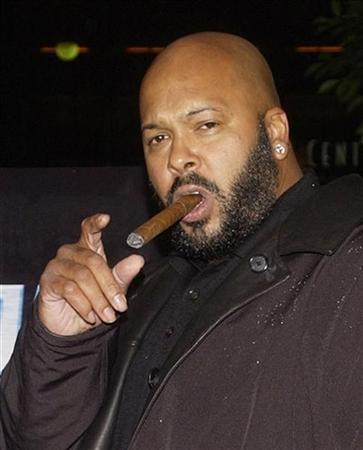 Rap mogul Marion ''Suge'' Knight, the head of Death Row Records, is shown at the premiere of ''Half Past Dead'' in Los Angeles in this November 7, 2002 file photograph.  REUTERS/Jim Ruymen/Files