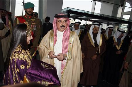 Bahrain's King Hamad bin Isa al-Khalifa attends the official inauguration ceremony of the King Hamad Hospital in Muharraq, north of Manama February 6, 2012.  REUTERS/Hamad I Mohammed