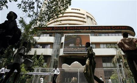 People walk past the Bombay Stock Exchange (BSE) building in Mumbai May 18, 2009. REUTERS/Punit Paranjpe/Files