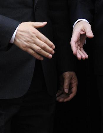 Britain's Prime Minister Gordon Brown (R) shakes hands with South Korea's President Lee Myung-bak after their meeting at 10 Downing Street in London March 31, 2009. REUTERS/Toby Melville
