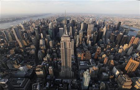 The Empire State Building (C) is seen in New York August 24, 2011.   REUTERS/Lucas Jackson