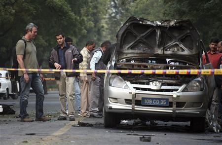 People examine a damaged Israeli embassy car after an explosion in New Delhi, February 13, 2012. REUTERS/Parivartan Sharma