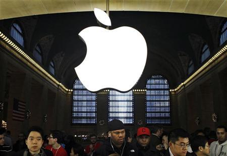 Customers buy Apple products inside the newest Apple Store during its opening on the East Balcony in the main lobby of New York City's Grand Central Station December 9, 2011. REUTERS/Eduardo Munoz