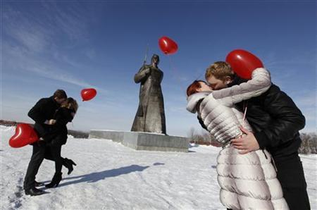 Couples kiss during a flashmob organised by a local television station on the eve of Valentine's Day in the southern Russian city of Stavropol February 13, 2012. REUTERS/Eduard Korniyenko
