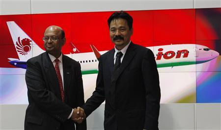 Lion Air Chief Executive Officer Rusdi Kirana (R) shakes hands with Dinesh Keskar, vice president of Asia-Pacific and India sales for Boeing Commercial Airplanes, after signing an agreement at the Singapore Airshow in Singapore February 14, 2012. Boeing Co said on Tuesday it signed its largest ever commercial airplane order with Indonesia's Lion Air in a deal worth $22.4 billion. The order are of 230 airplanes, including 201 737 MAXs and 29 next-generation 737-900 ERs. Lion Air will also acquire purchase rights for an additional 150 airplanes, Boeing said. REUTERS/Edgar Su