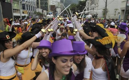 Revellers attend a samba parade during pre-carnival festivities in Rio de Janeiro February 12, 2012. REUTERS/Ricardo Moraes
