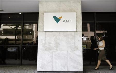 A woman walks past a column at the Brazilian mining company Vale's building in Rio de Janeiro, February 12, 2008. REUTERS/Sergio Moraes