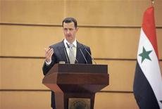 Президент Сирии Башар аль-Асад выступает в университете в Дамаске, 10 января 2012 года. Президент Сирии Башар аль-Асад сообщил о проведении референдума по новой конституции 26 февраля, сообщило государственное телевидение Сирии в среду. REUTERS/SANA/Handout