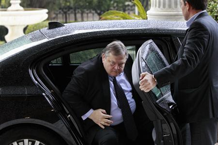 Greece's Finance Minister Evangelos Venizelos arrives at the Presidential palace for a meeting with President Karolos Papoulias in Athens February 15, 2012.   REUTERS/John Kolesidis