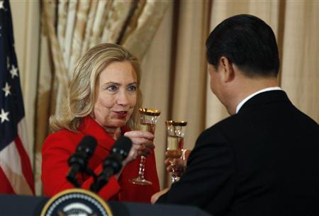Secretary of State Hillary Clinton toasts to China's Vice President Xi Jinping at a luncheon at the State Department in Washington, February 14, 2012.             REUTERS/Larry Downing