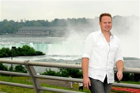 Nik Wallenda poses for a photo at Niagara Falls, New York August 3, 2011. REUTERS/Doug Benz/Files