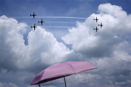 Pilatus PC-9 aircraft of the Royal Australian Air Force (RAAF) Roulettes aerobatic display team perform during an aerial display at the Singapore Airshow in Singapore February 14, 2012.  REUTERS/Kevin Lam