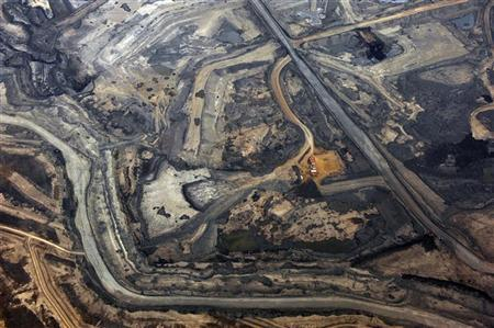 The Syncrude tar sands mine north of Fort McMurray, Alberta, November 3, 2011. Syncrude is one of the largest oil sands producers in Alberta. REUTERS/Todd Korol