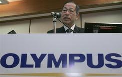 O ex-presidente da fabricante de equipamentos médicos e câmeras digitais Olympus Corp, Tsuyoshi Kikukawa, fala durante coletiva de imprensa, em Tóquio, em novembro de 2007. Policiais e procuradores prenderam sete homens, entre eles o ex-presidente da Olympus, por causa do envolvimento deles na fraude contábil de 1,7 bilhão de dólares. Foto de arquivo 19/11/2007  REUTERS/Yuriko Nakao