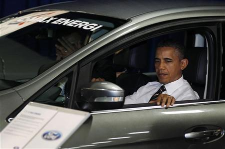President Barack Obama sits inside a hybrid vehicle at the 2012 Washington Auto Show at the Walter E. Washington Convention Center in Washington, January 31, 2012.     REUTERS/Larry Downing
