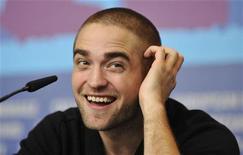 O ator Robert Pattinson concede entrevista coletiva durante o Festival Internacional de Cinema de Berlim, na Alemanha, nesta sexta-feira. 17/02/2012 REUTERS/Morris Mac Matzen