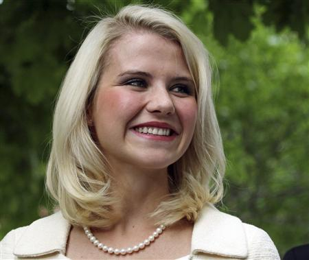 Elizabeth Smart talks to the media outside the Federal Courthouse in Salt Lake City, Utah, in this May 25, 2011 file photo. REUTERS/Michael Brandy/Files