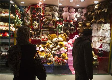 EDITORS' NOTE: Reuters and other foreign media are subject to Iranian restrictions on leaving the office to report, film or take pictures in Tehran. Customers look for Valentine's day gifts in Tehran February 13, 2012. REUTERS/Raheb Homavandi