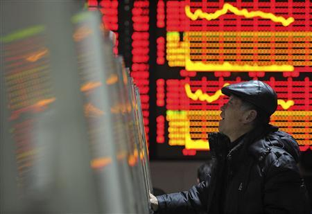 An investor checks stock information with a computer at a brokerage house in Hefei, Anhui province February 20, 2012. China shares ended up 0.3 percent on Monday after China cut reserve requirements for commercial lenders for the second time in nearly three months over the weekend.    REUTERS/Stringer